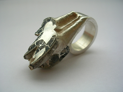Ring av älgtand och silver / Ring made of elktooth and silver