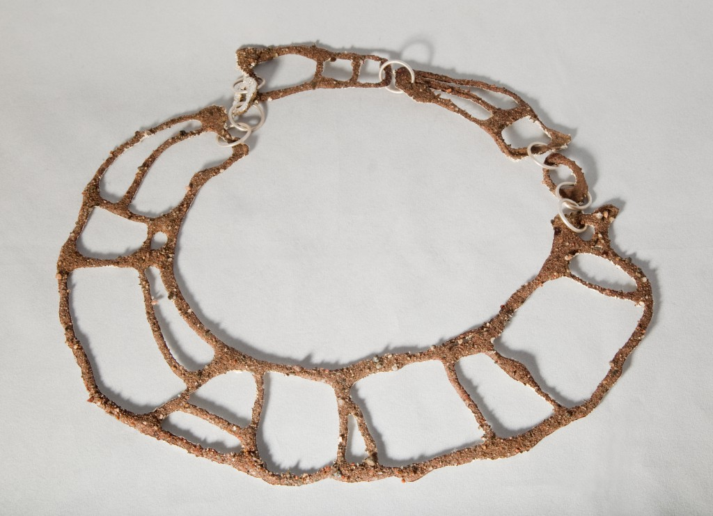 Halsband sand och elektroformad, försilvrad sand / Necklace made of sand and silverplated elctroformed sand