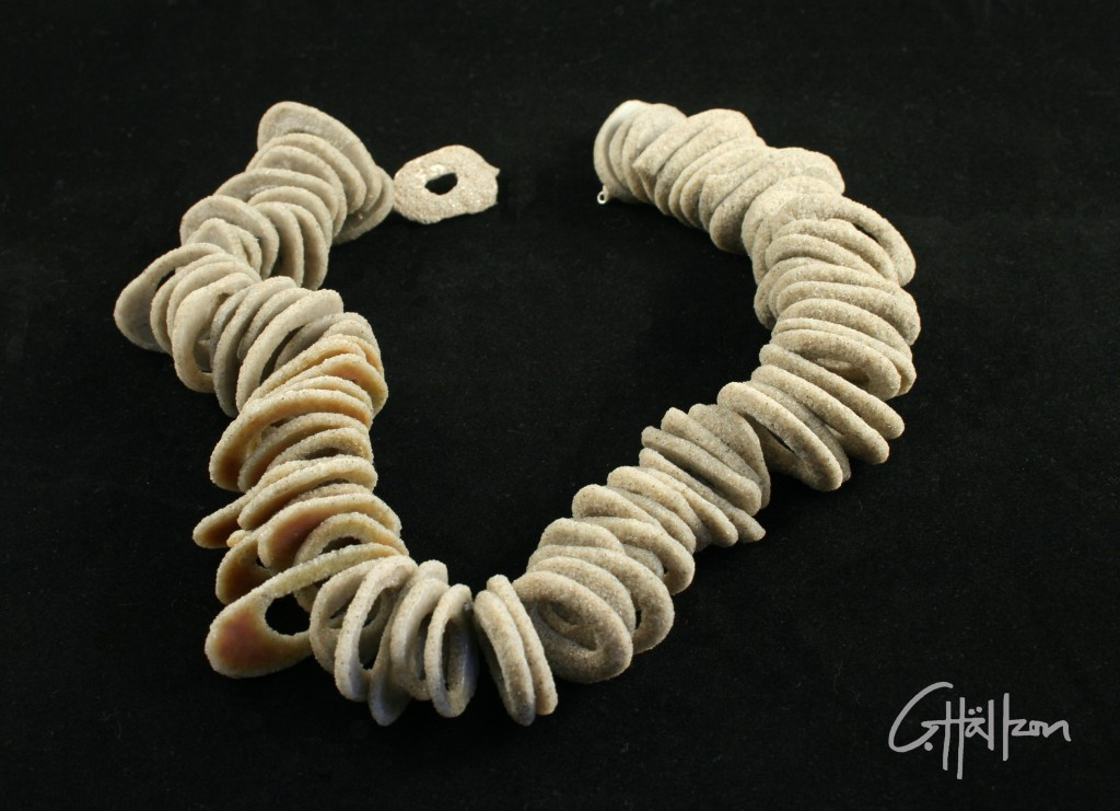 Halsband av sand och silver / Necklace made of sand and silver